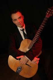 Le guitariste du Swing Klezmer Orchestra pour votre mariage